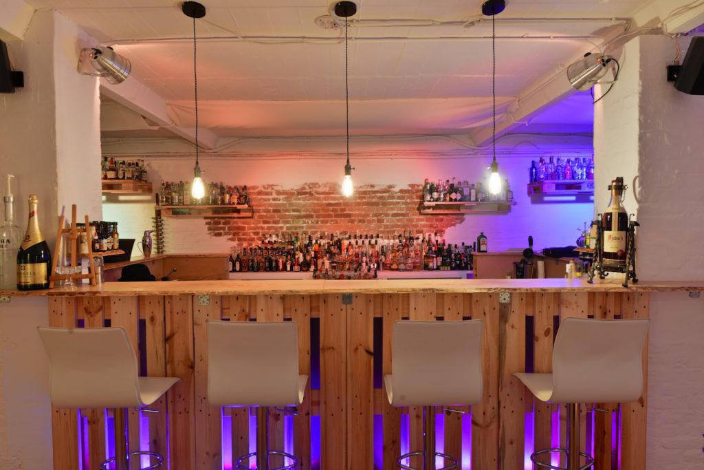 Cocktailbar mit über 700 Spirituosen - Eventlocation Frankfurt